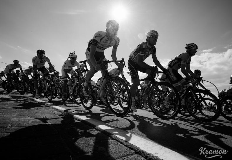 cornering peloton Eneco Tour 2013 stage 1: Koksijde - Ardooie (175km)